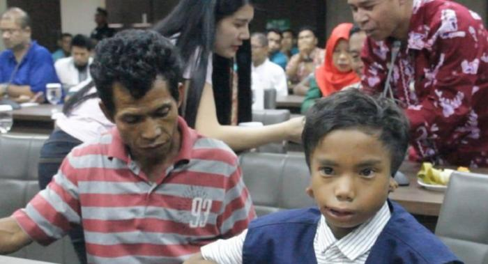 Meet 7-YO Disabled Hero Who Aided Malaysians in Lombok Quake